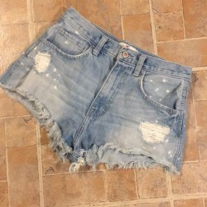 Hollister distressed jean shorts size juniors 3